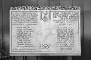 Tablica pamiątkowa w wiossce olimpijskiej w Monachium