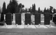 Groby pięciu ofiar, na cmentarzu Kirjat Szaul w Tel Awiwie