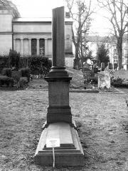 Nagrobek Ludwiga Dessoir'ea na cmenatrzu w Berlinie
