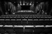 Scena i widownia Teatru Żydowskiego w Klubie Dowództwa Garnizonu Warszawa (fot. Marta Kuśmierz)