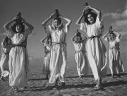 """""""Wodny taniec"""", Kibuc Urim, 1947 © Muzeum Żydowskie w Berlinie"""